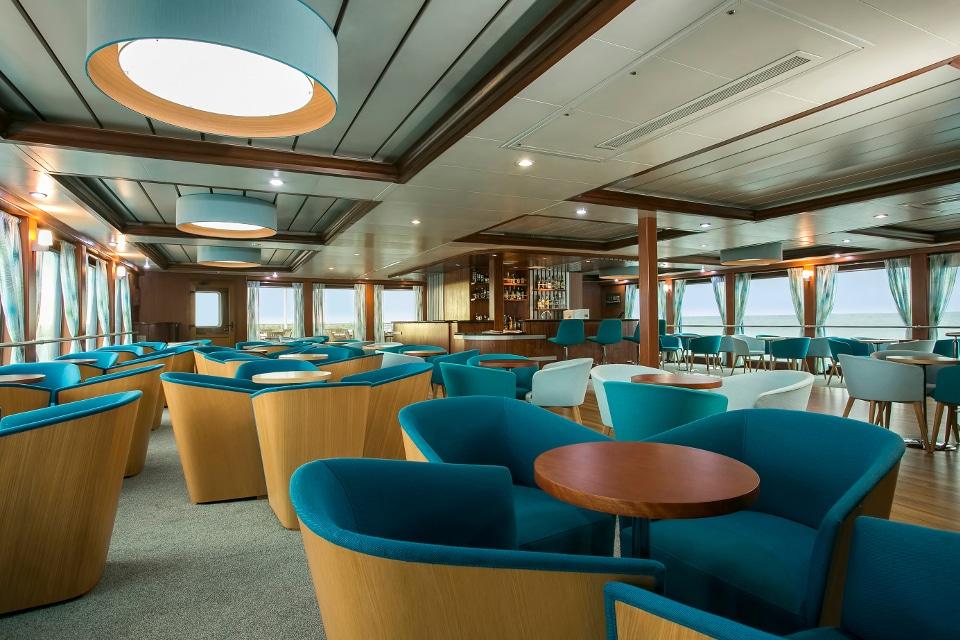 Bar and lounge aboard Santa Cruz II Galapagos Cruise