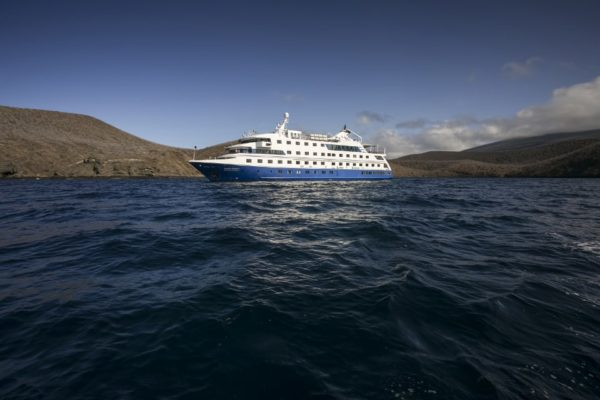 Service aboard Santa Cruz II makes the difference when exploring Galapagos.