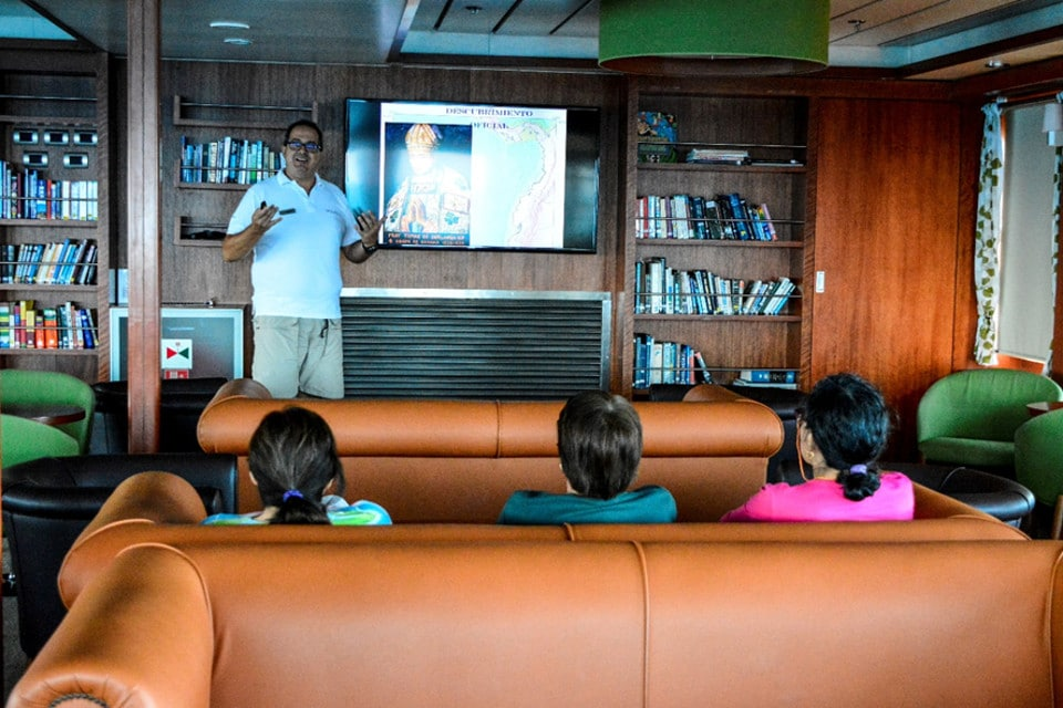 Conference about the discovery of the Galapagos aboard Santa Cruz II.